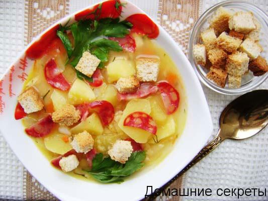 Традиционный гороховый суп с копченостями