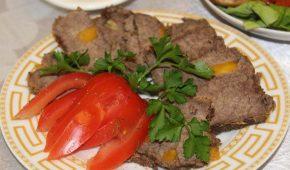 Миниатюра к статье Мясо, шпигованное морковью и чесноком